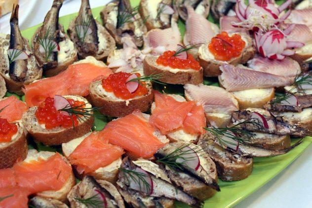 buffet-743688_960_720
